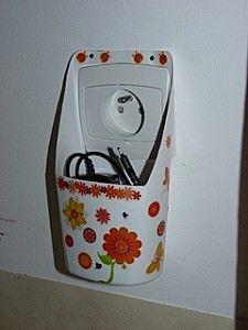 porte chargeur de t l phone en bouteille de shampoing diy faites le vous m me pinterest. Black Bedroom Furniture Sets. Home Design Ideas