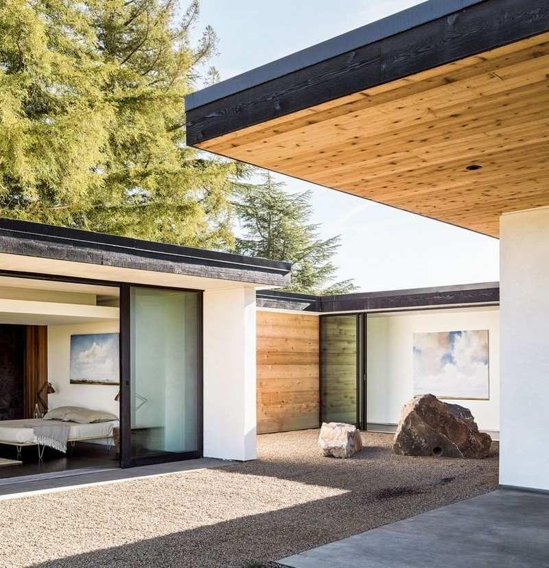 Pierre et bois dans une maison moderne californienne Zen