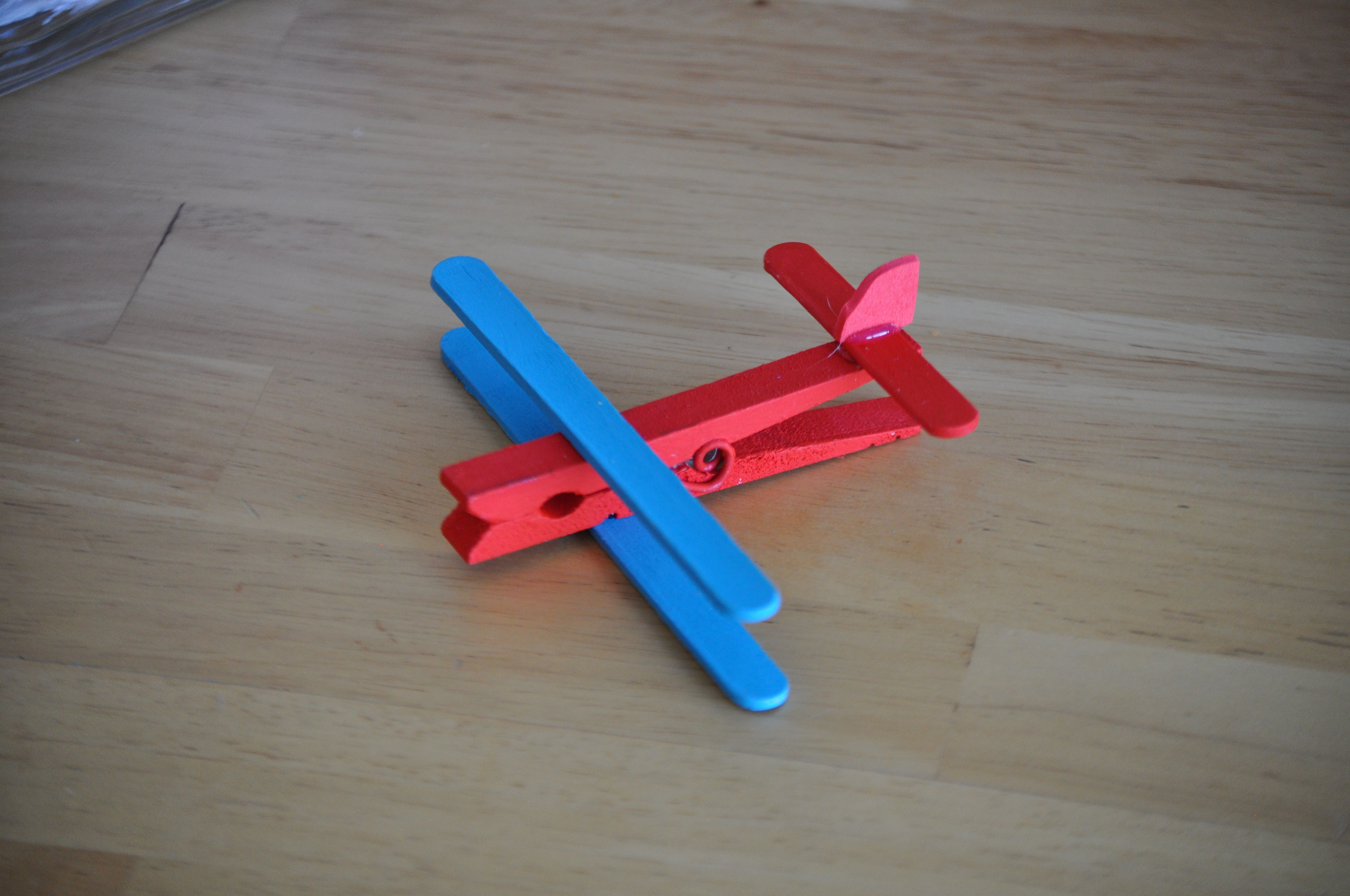 Clothespin airplane clothespin crafts to cute for Close pin crafts