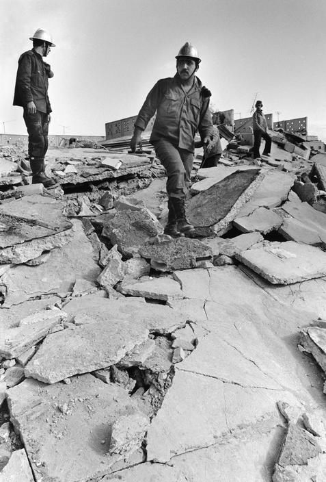 Algeria. The devastation caused by a massive earthquake. Rescuers searching for survivors in the rubble. 10 / 10 / 1980