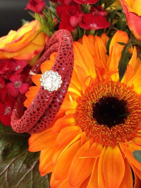 Endless Armband Leder rot mit Blumen Anhänger