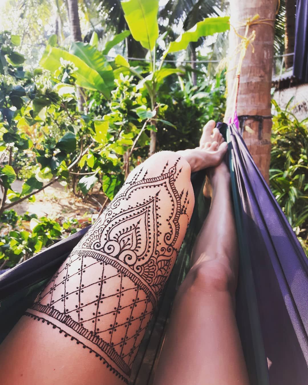 "Lori Fast on Instagram: ""Chillin like a wild ... 🌴✔🌞✔😎✔ #hammocklife #hennalife #happyheart #adventuresofladylorelie #gokarna #henna #hennalegs # hennaexplorer…"" - Bodypaint, Tattoo , Piercing and Feminist blog"