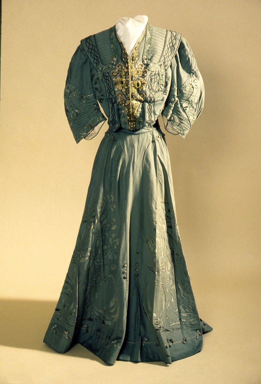 1903, America - Skirtsuit by L.S. Ayres and Co. - Wool, braid, velvet, silk, taffeta