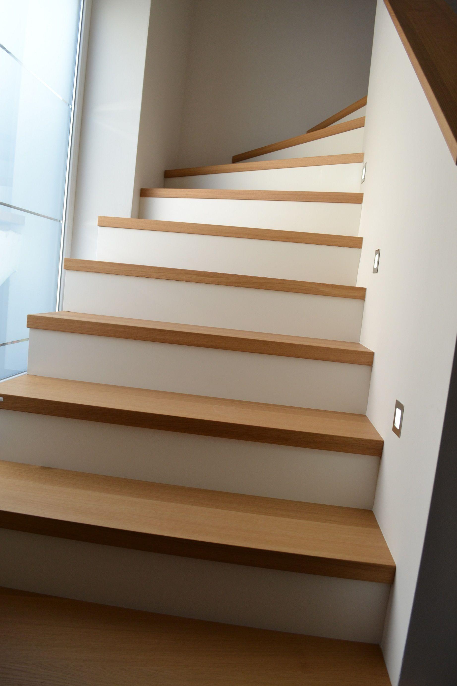 helles treppenhaus, ideen mit holz - es müssen nicht immer fliesen