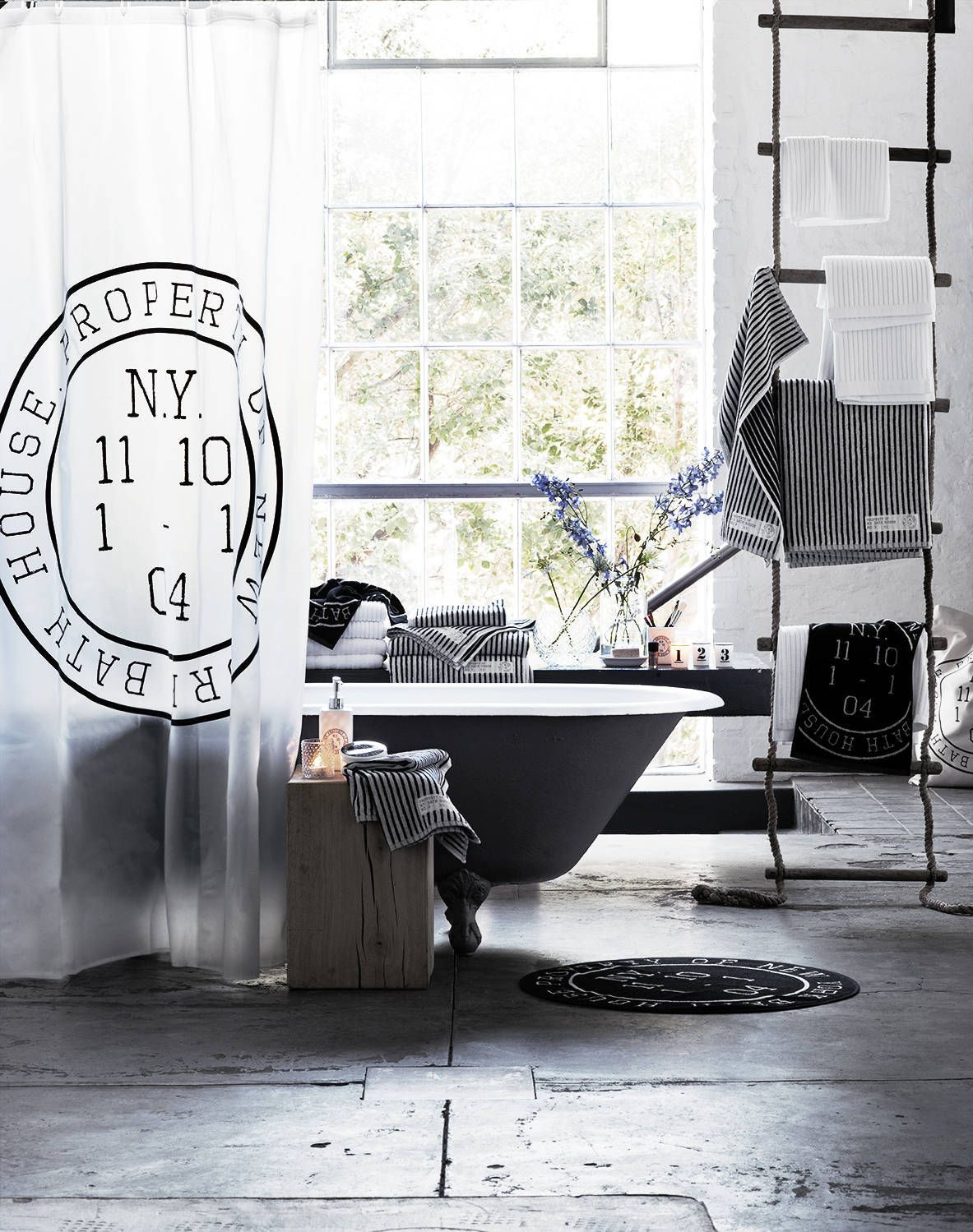 black & white bathroom - Pia Ulin - LINKdeco