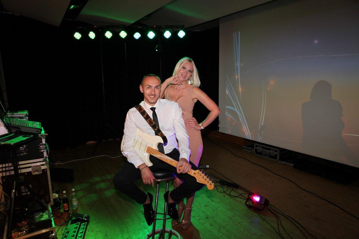 Showbandadrenalin Russischehochzeit Russwedding Saxplayer Geigeshow Musikband Partyband Hochzeit Hochzeitsband Adrenalinband Veranstaltung Hochzeit Tanzen