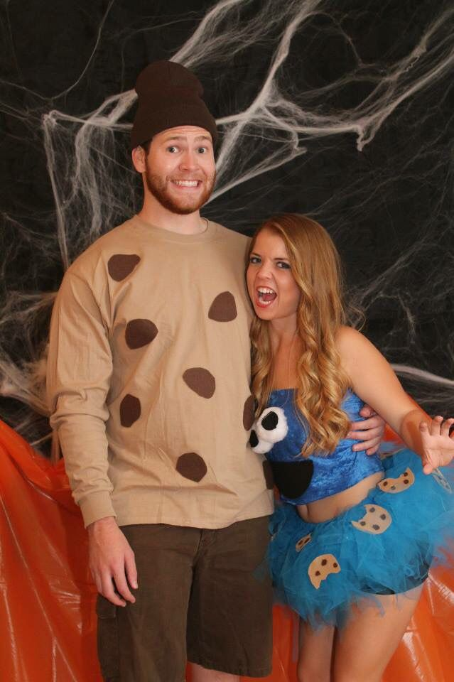 DIY Cookie Monster couple costumes BECAUSE I ALREADY HAVE A BLUE