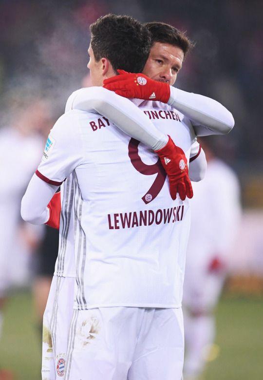Xabi Alonso Robert Lewandowski Football Bayern Bayern Munich