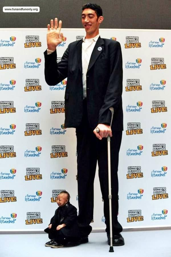 Tallest And Shortest Men Sultan Kosen World S Tallest Man Meeting The World S Shortest Man He Pingping Turkey To Celebrate Tall Guys Man How To Stay Healthy