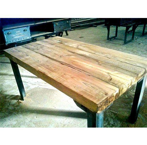 Mesa de estilo industrial con sobre de madera maciza y for Mesa cocina madera maciza