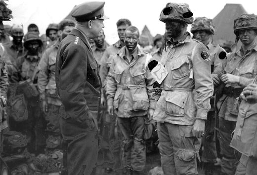 WW2 Photo Picture Airborne American paratroopers on way to Normandy WWII 218