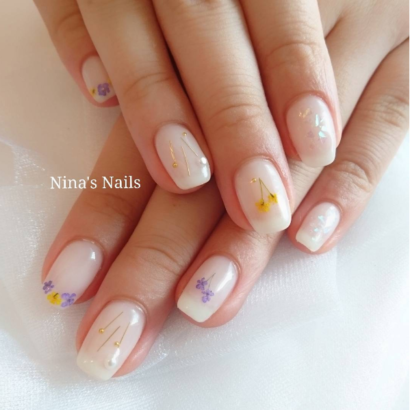 Dried flowers a simple and romantic nail art trend to try dried flowers a simple and romantic nail art trend to try prinsesfo Choice Image