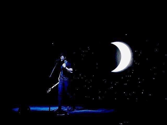 the graphics behind shawn for the world tour were so stunning and he said the ones for the illuminate world tour are going to top them im so excited like even looking at this picture gives me PCD i can't wait to see him again @shawnmendes #shawnmendes #mendesarmy