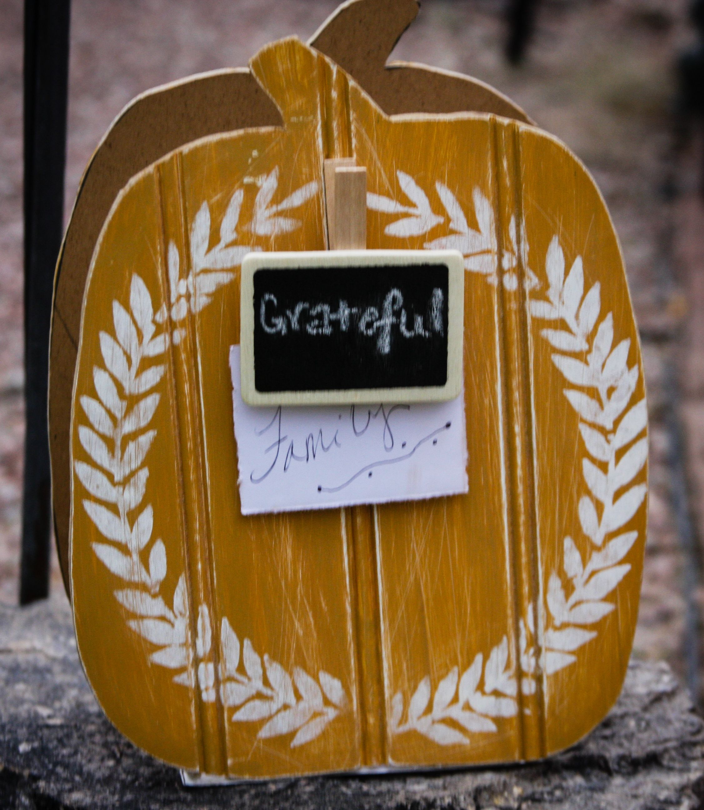 DIY Rustic Farmhouse Gratitude Keeper ! Inside you place all the - Inside Halloween Decorations