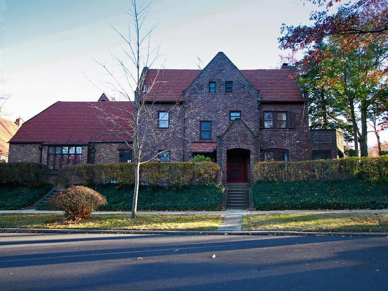 214861035e6fa95d01a08a5b44144211 - Forest Hills Gardens Real Estate Sotheby's