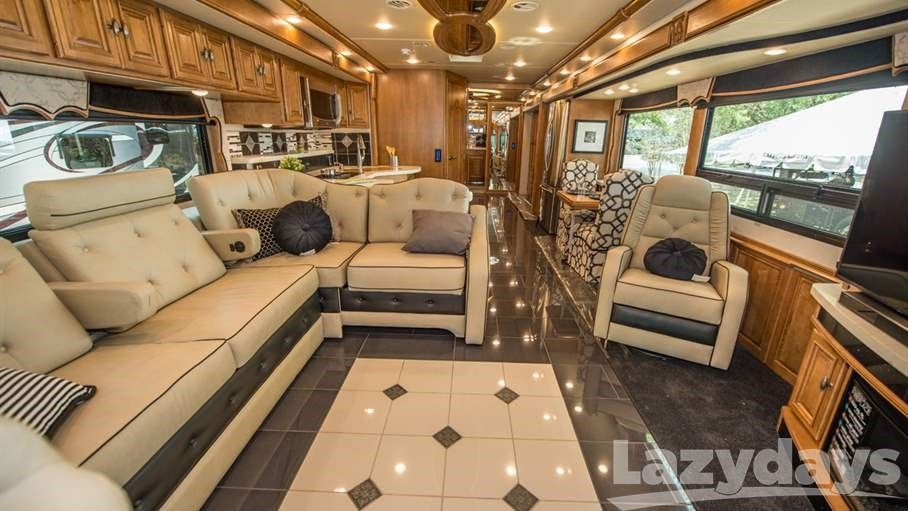Find Comfort Style And Luxury In The 2018 Winnebago Grand Tour