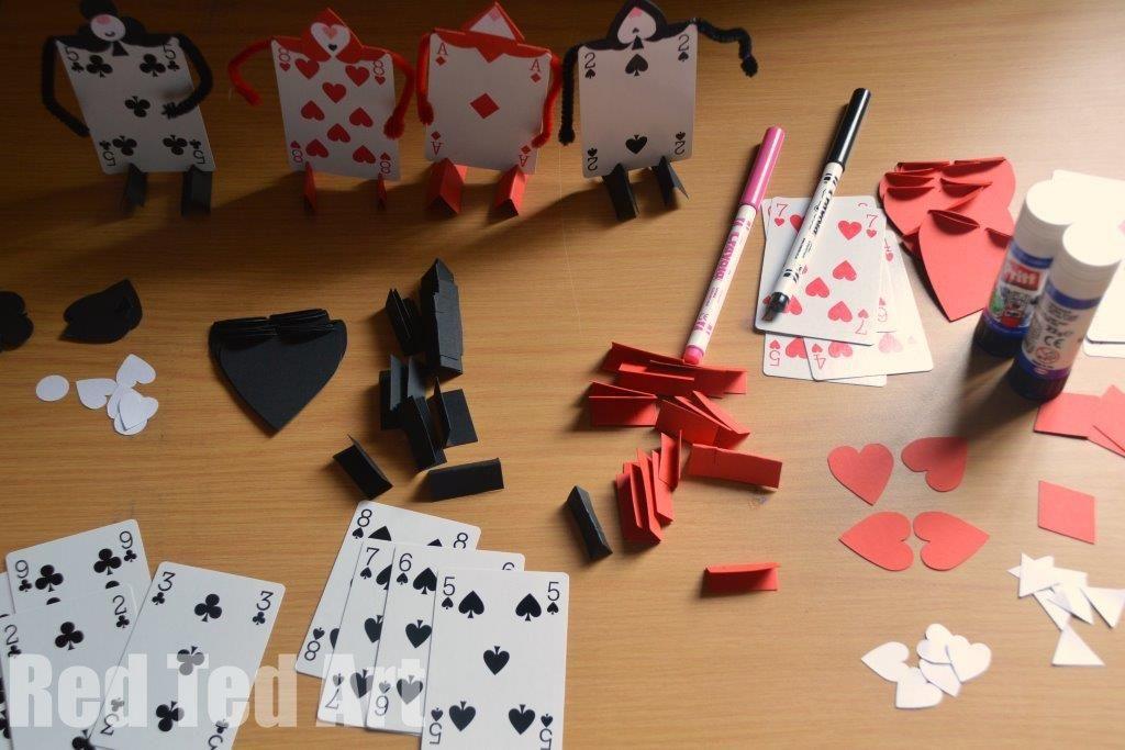 Alice in wonderland crafts card soldiers geek nation for Alice in wonderland crafts