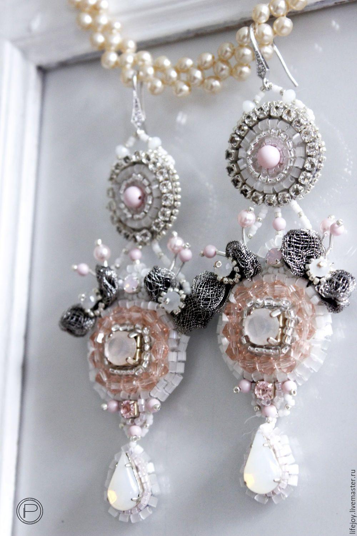Купить или заказать Серьги с кристаллами и жемчугом Сваровски. в интернет- магазине на Ярмарке 41fc618b0c6