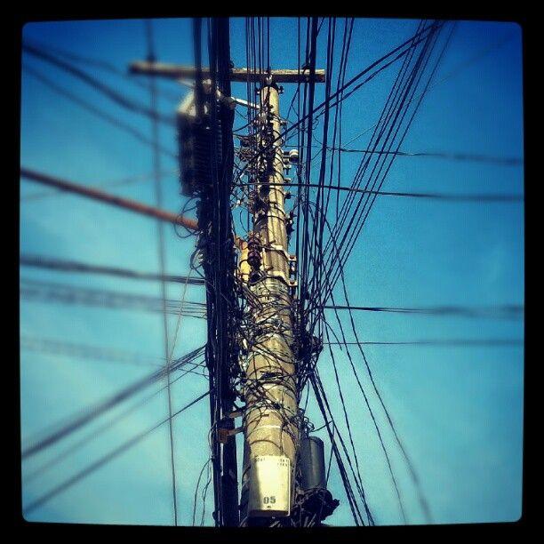 Um verdadeiro hub de informações e energia. #urban #wires #street ...