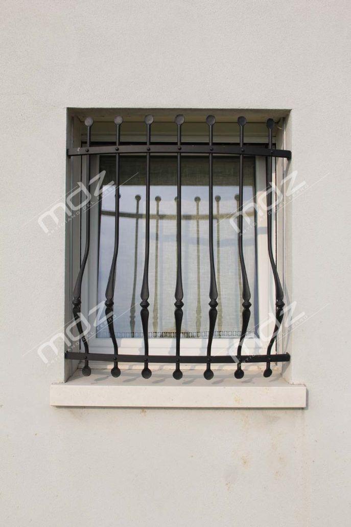 Risultati immagini per inferriate per finestre - Grate in ferro battuto per finestre ...