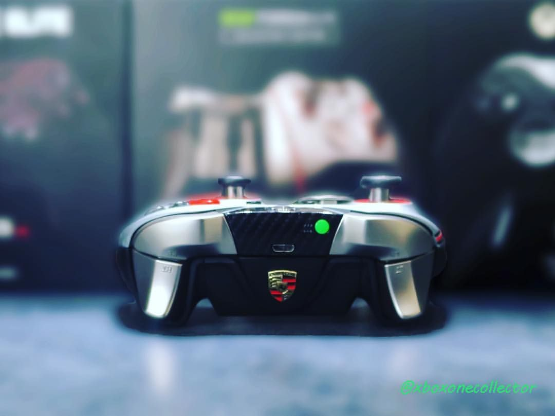 Scuf Forza Elite.From this view you can see the Porsche logo