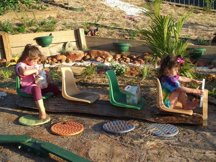 Im Garten Für Kinder Einen Bus Bauen | Stuff For Kids | Pinterest ... Garten Kinder Kindermoebel Spielecken Diy