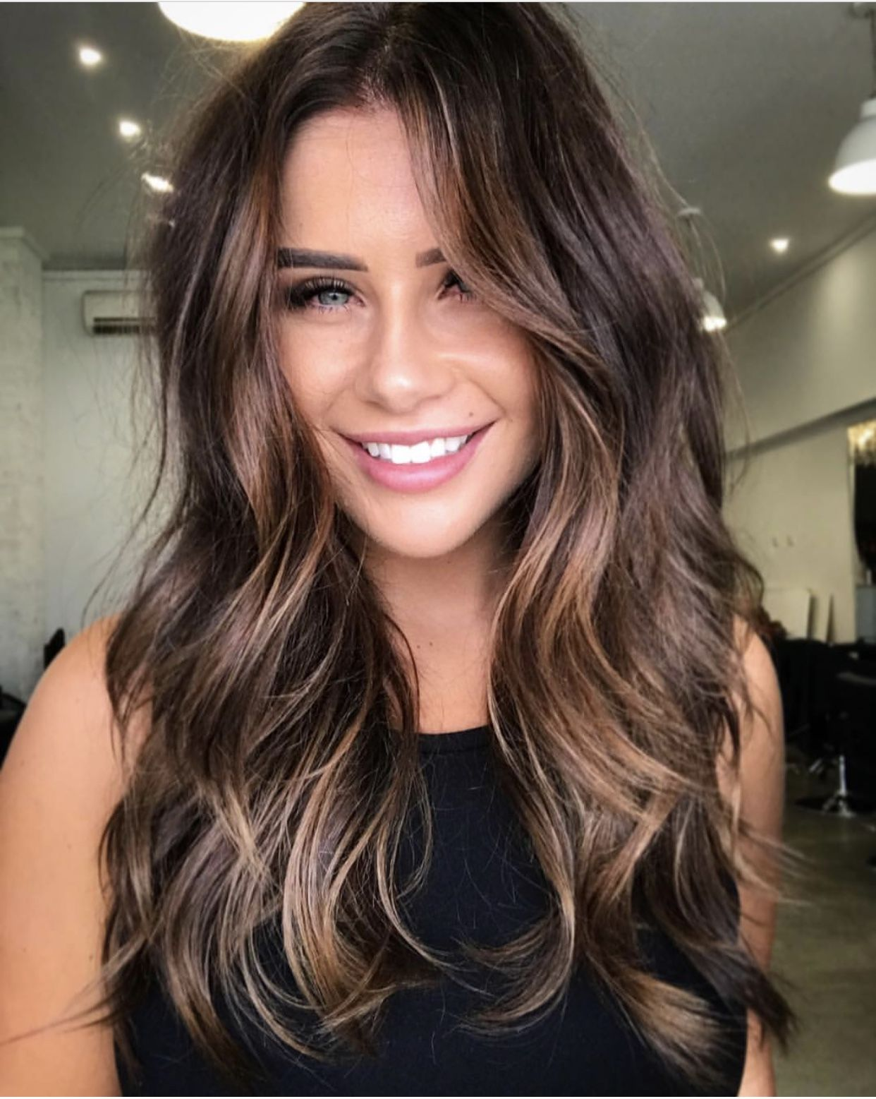 Obsessed With This Hair Maybe I Should Try To Grow My Hair This Long And Have It Waved Like This Subtle Balayage Brunette Hair Styles Balayage Hair