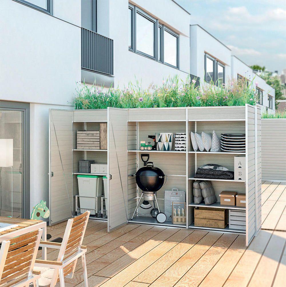 Eine gute Lösung, um auf der Terrasse einen geschützten Raum zu schaffen, ist dieser Schrank mit begrüntem Dach, in den auch Grill und Polster passen (IG Cube, die abgebildete Version mit Profilholz- Fassade kostet ca. 3500 €) #Überdachungterrasse
