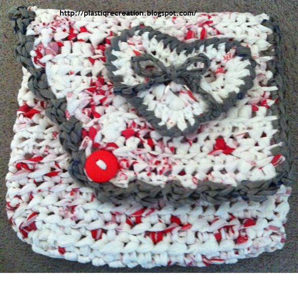 Plastique Recreations: Free Crochet Pattern: CVS Plarn Pouch with ...