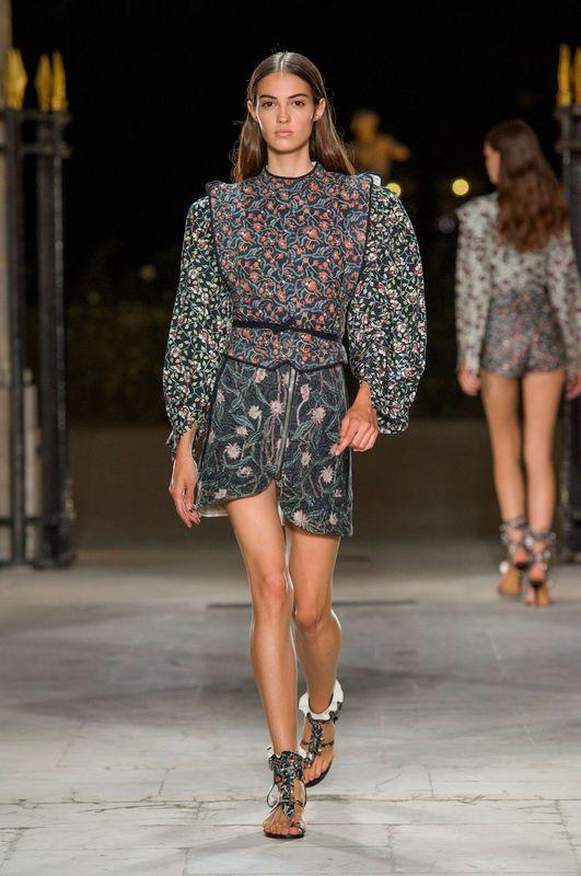 Kobiecosc Na Co Dzien Tymi Slowami Isabel Marant Podsumowala Charakter Swej Najnowszej Kolekcji Francuska Projektantka Fashion Week Fashion Isabel Marant