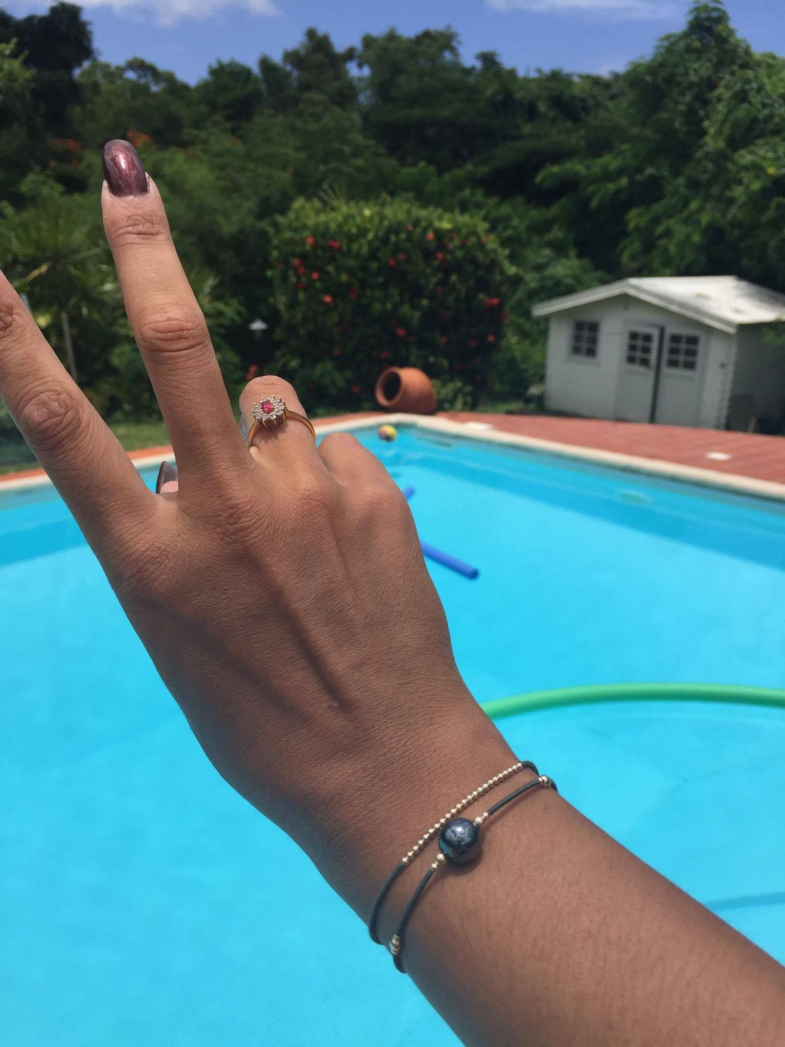 bijoux en argent à la piscine