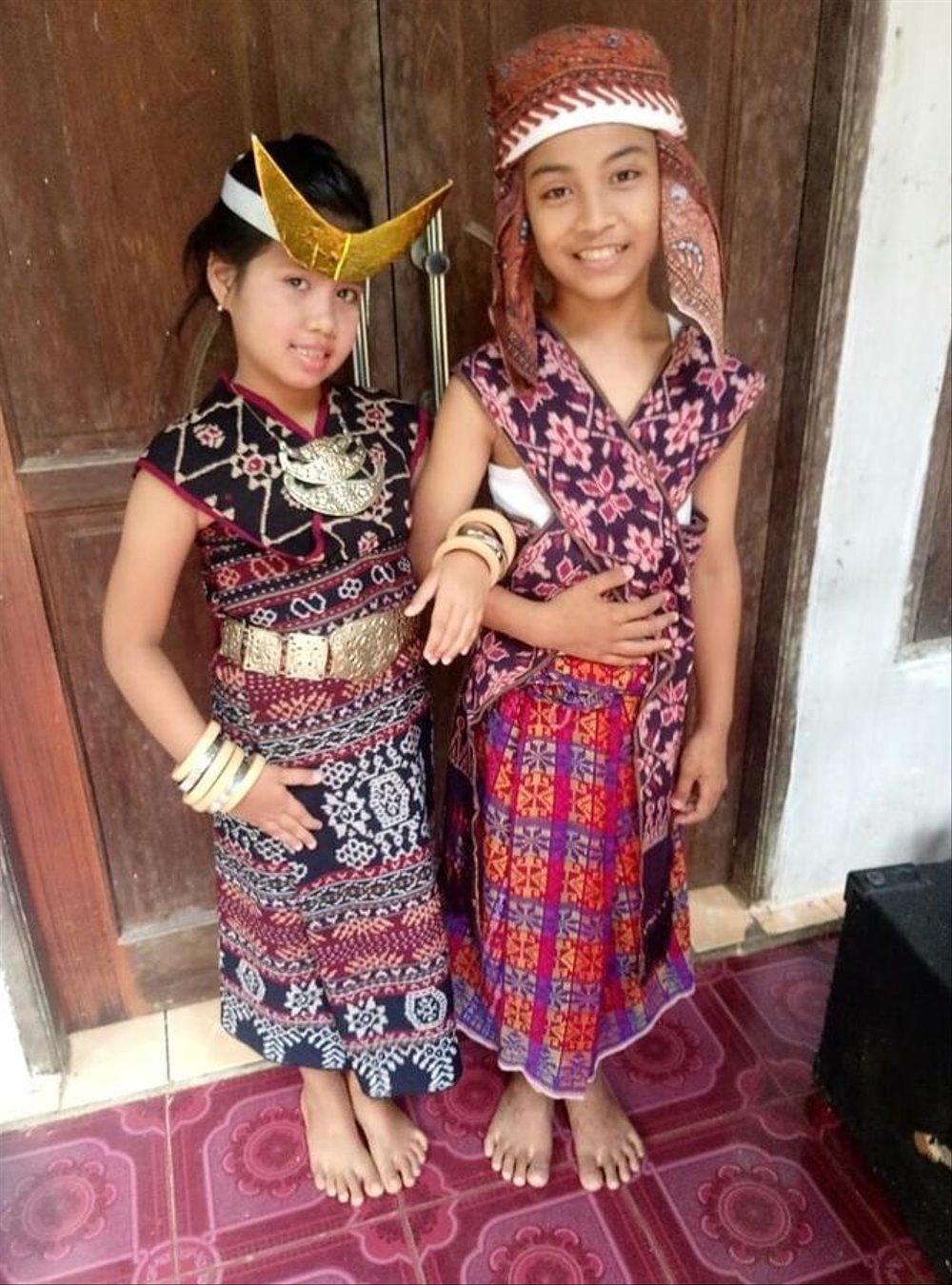 Gambar Pakaian Adat Flores