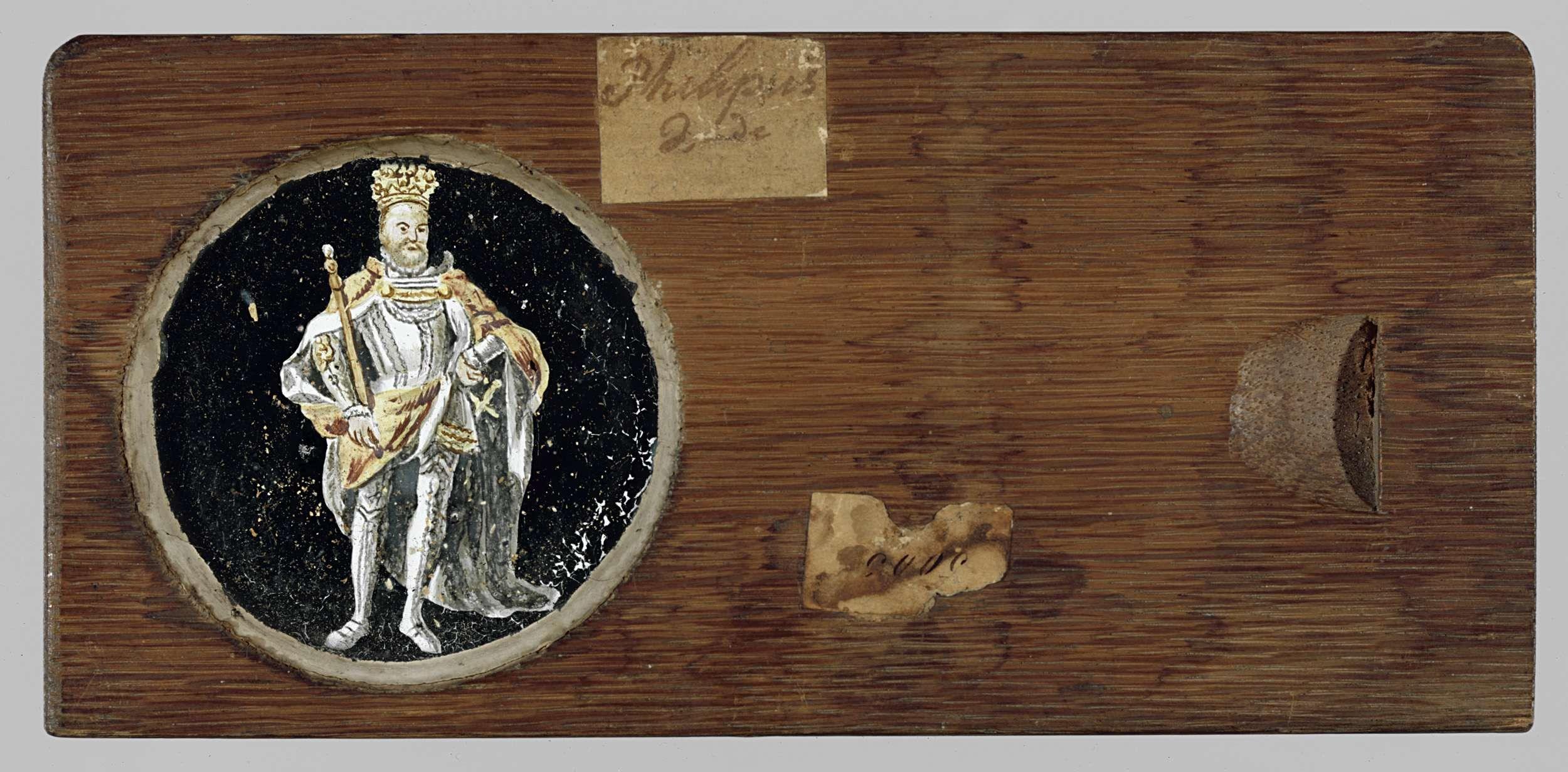 Anonymous | Portret van Filips II, Anonymous, c. 1700 - c. 1790 | Ronde glasplaat in houten vatting. Portret ten voeten uit van Philips II, met koningsmantel en kroon. In zijn rechterhand een scepter, de linkerhand in de zij.