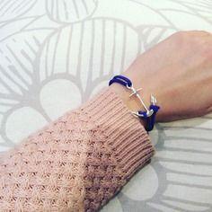 Bracelet bleu avec une ancre