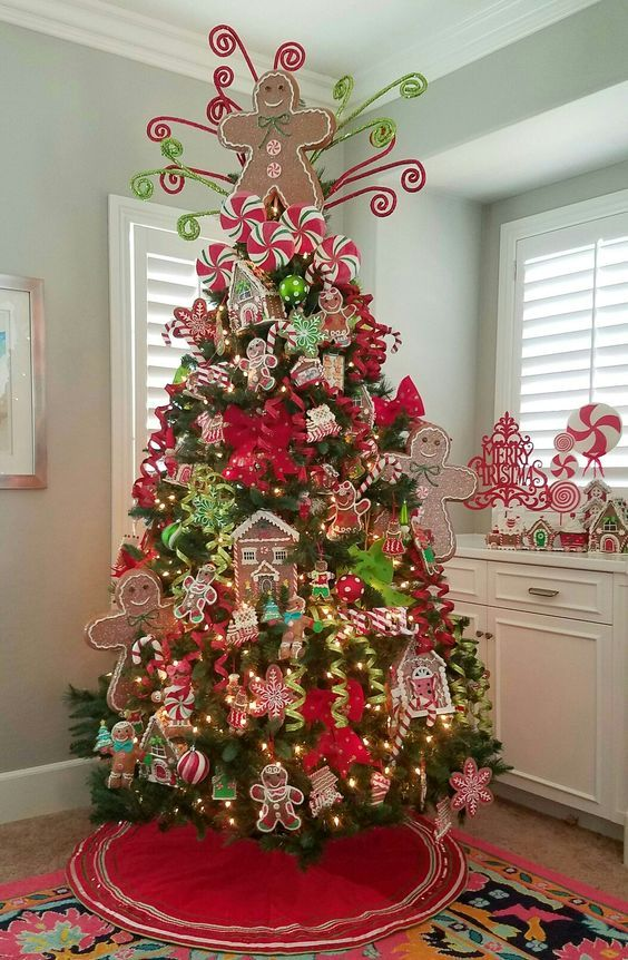 Gingerbread Theme Christmas Tree Decor With Yummy Tree Topper Cool Christmas Trees Amazing Christmas Trees Gingerbread Christmas Tree
