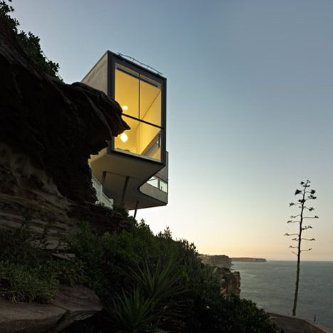 A Picasso painting inspired this cliff-top house near Sydney, and is - maquette de maison a construire