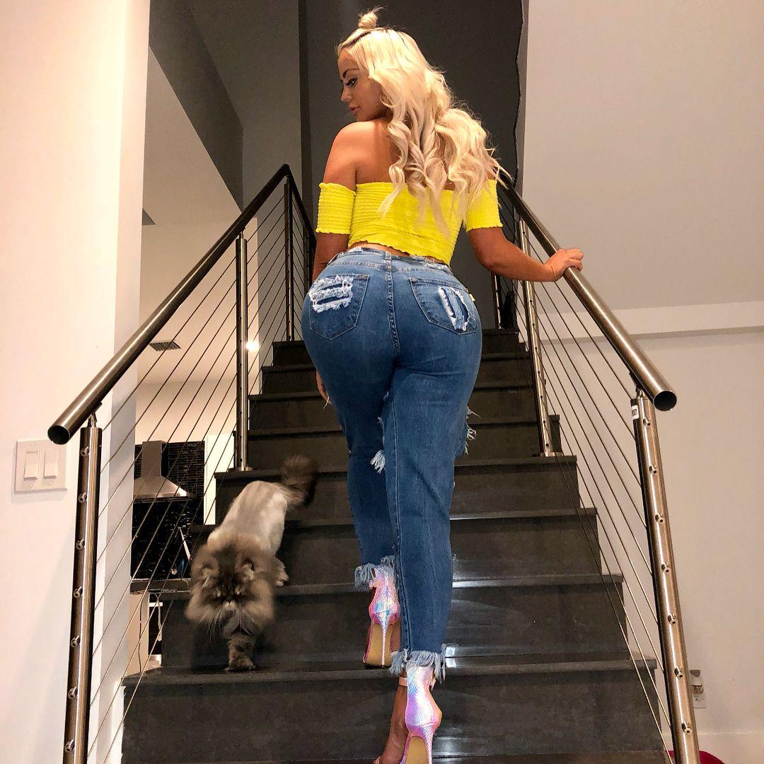 Danii Banks Fashion Mom Jeans Style