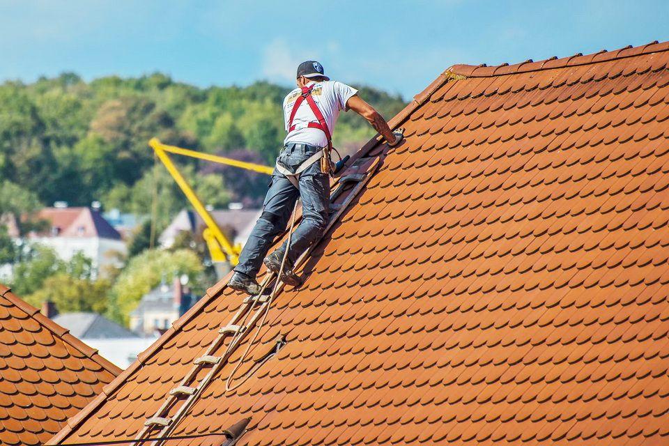 7 Benefits Of Hiring A Professional Roof Restoration