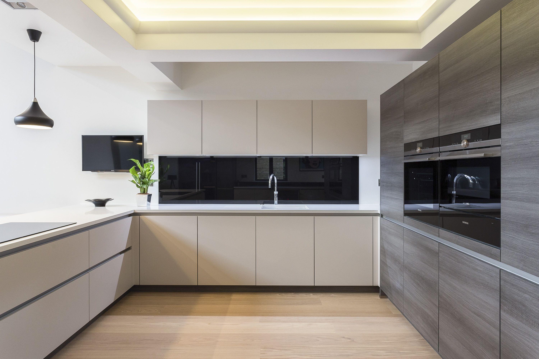 Modern Handleless Nolte Kitchen In Feel And Manhatten Ranges This Ultra Modern And Sleek Kitche Handleless Kitchen Luxury Kitchen Modern Glass Shelves Kitchen