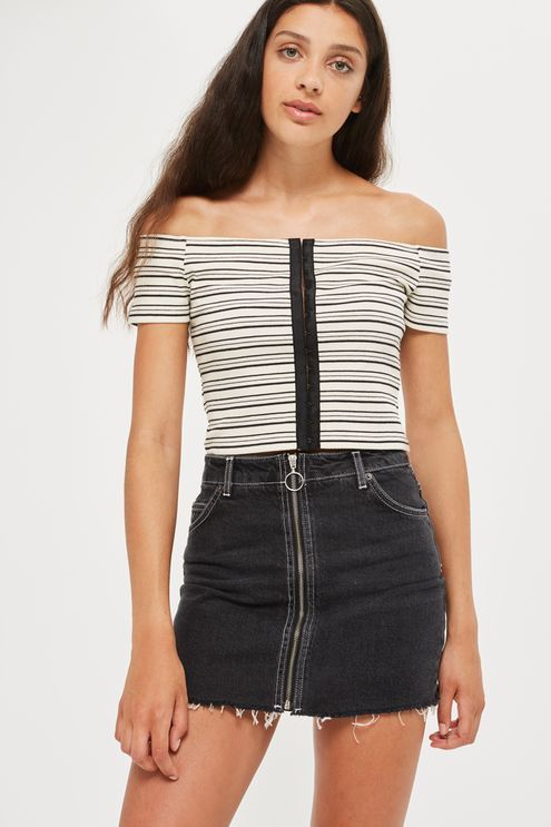 Give your denim an edgy makeover in this washed black denim mini skirt, complete with zip up detailing and a frayed hemline. Team it with a plain t-shirt to keep the look casual.