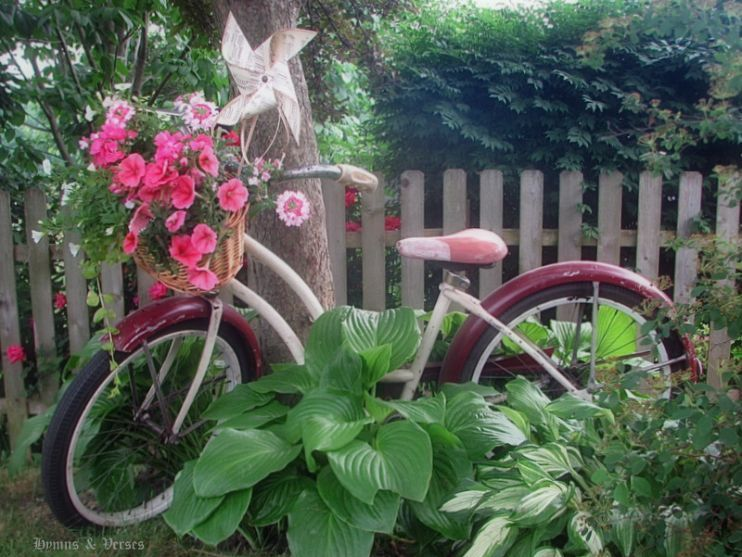 Vintage Bicycle Basket Planter Old bikes, Bike planter and Planters