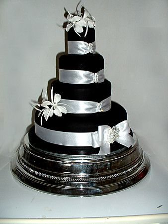 Black and Silver wedding cake! I\'m in LOVE with this!!! WOW I said I ...
