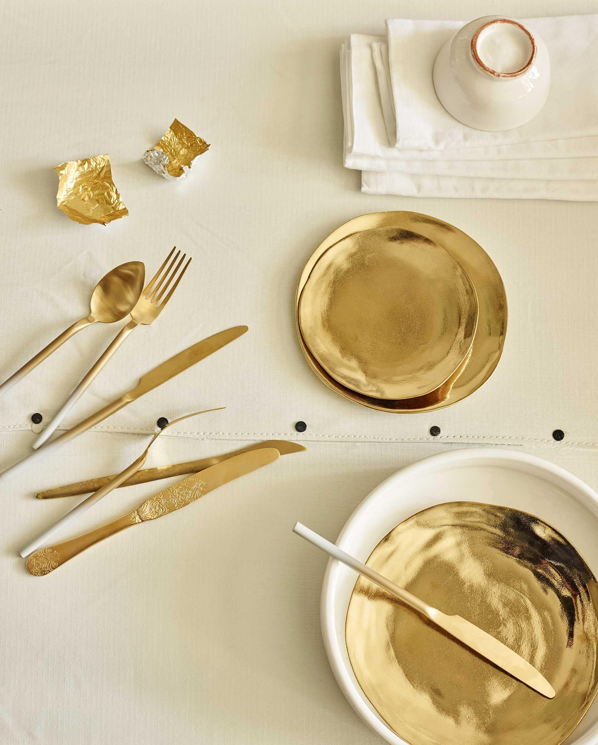 goud servies | golden tableware | vtwonen 07-2016 | Photography Tjitske van leeuwen | Styling Marianne Luning