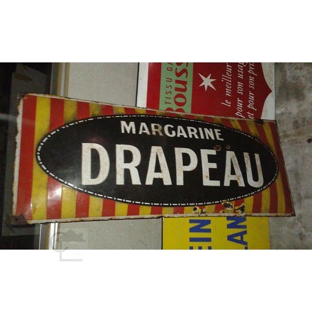 Tourcoing Il Est Des Sous Sols Qui Recelent Des Pieces Originales Publicite Emaillee Margarine Drapeau Trouvee Dans Un Sous So Drapeau Clin D Oeil Demolition