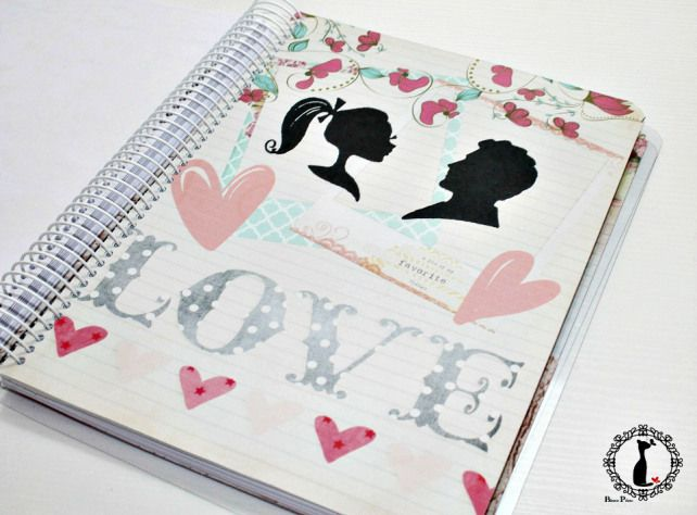 Agenda organización de boda con título personalizable en portada: http://cinderellatmidnight.com/2014/07/02/agendas-para-novias-made-by-cinderella/