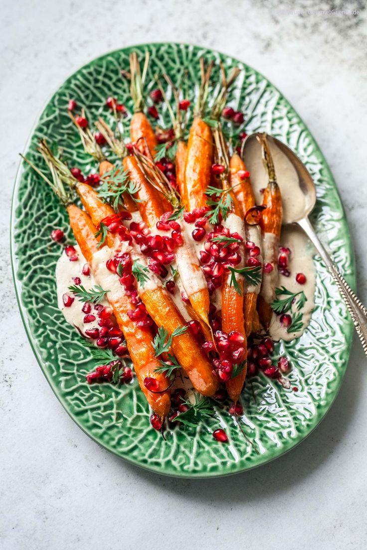 Karamell- Möhren aus dem Ofen mit Tahini und Granatapfel. Große Gemüse-Liebe heiß vom Blech! - GourmetGuerilla´s Foxy Food