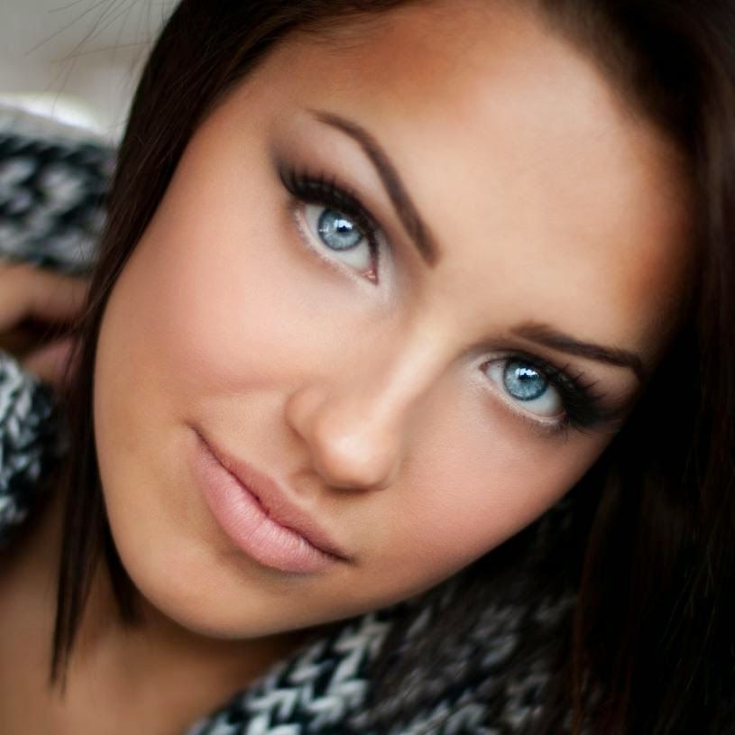photo maquillage brune yeux bleus