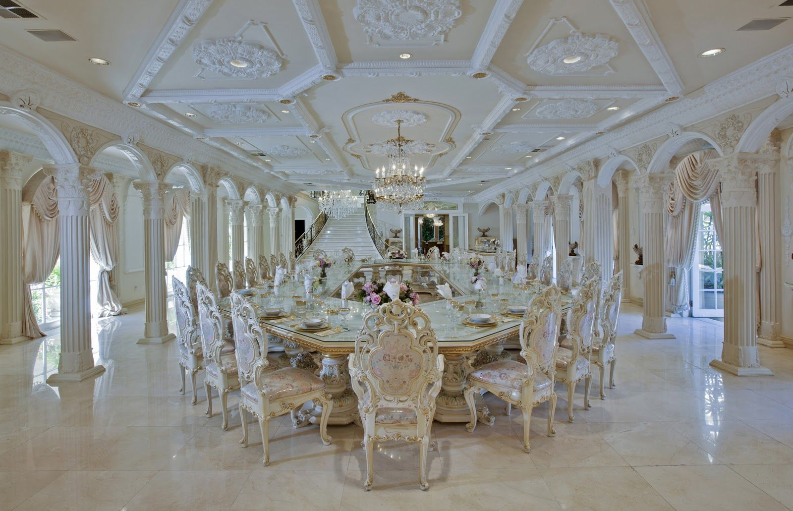 Le Chateau D Or Featured On Hgtv S Million Dollar Rooms Not My Cup Of Tea But Definitely Grand