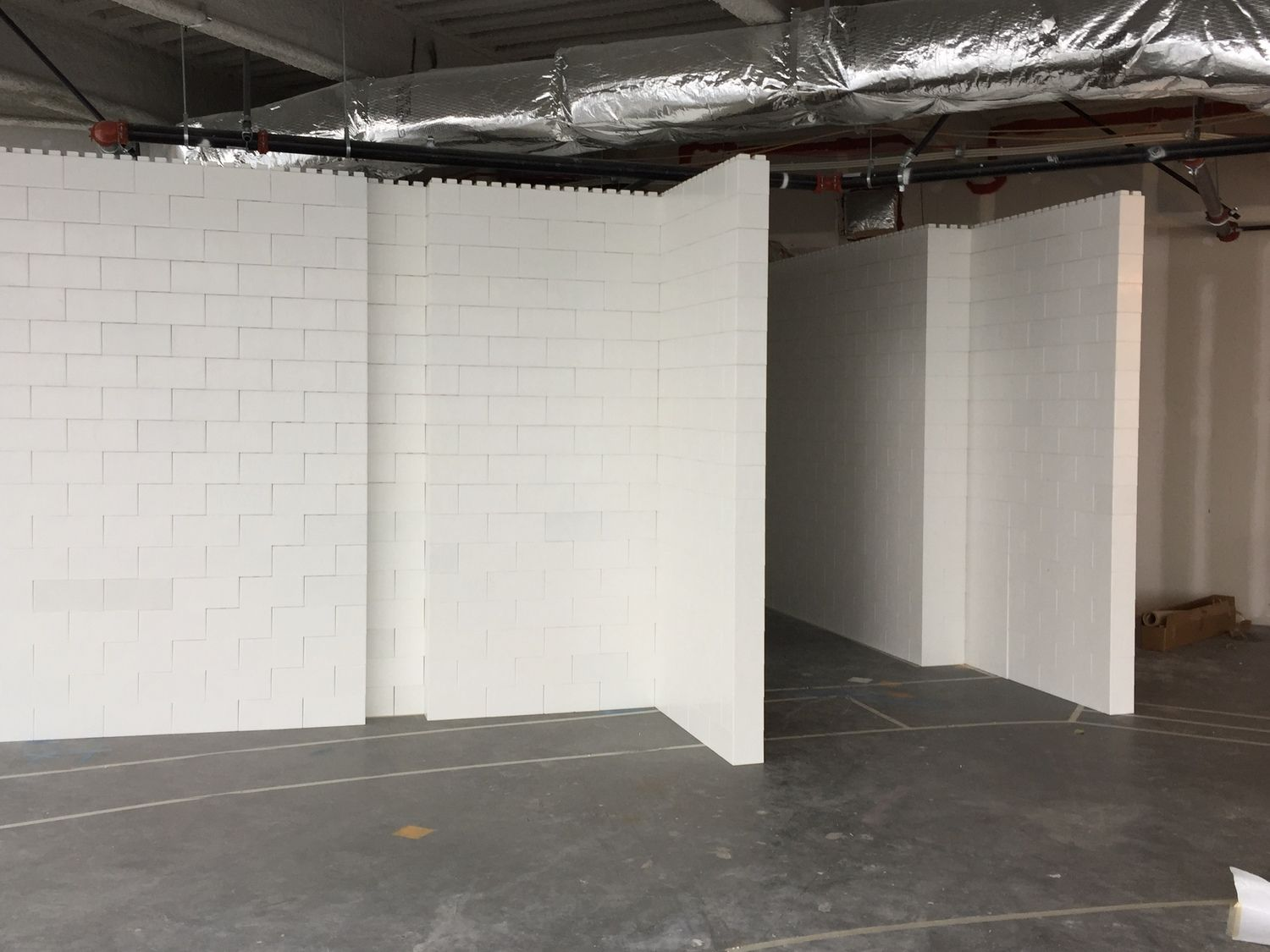 Easy To Build Modular Walls And Room Dividers For Home And Industrial Use Everblock Systems In 2020 Modular Walls Room Divider Portable Walls