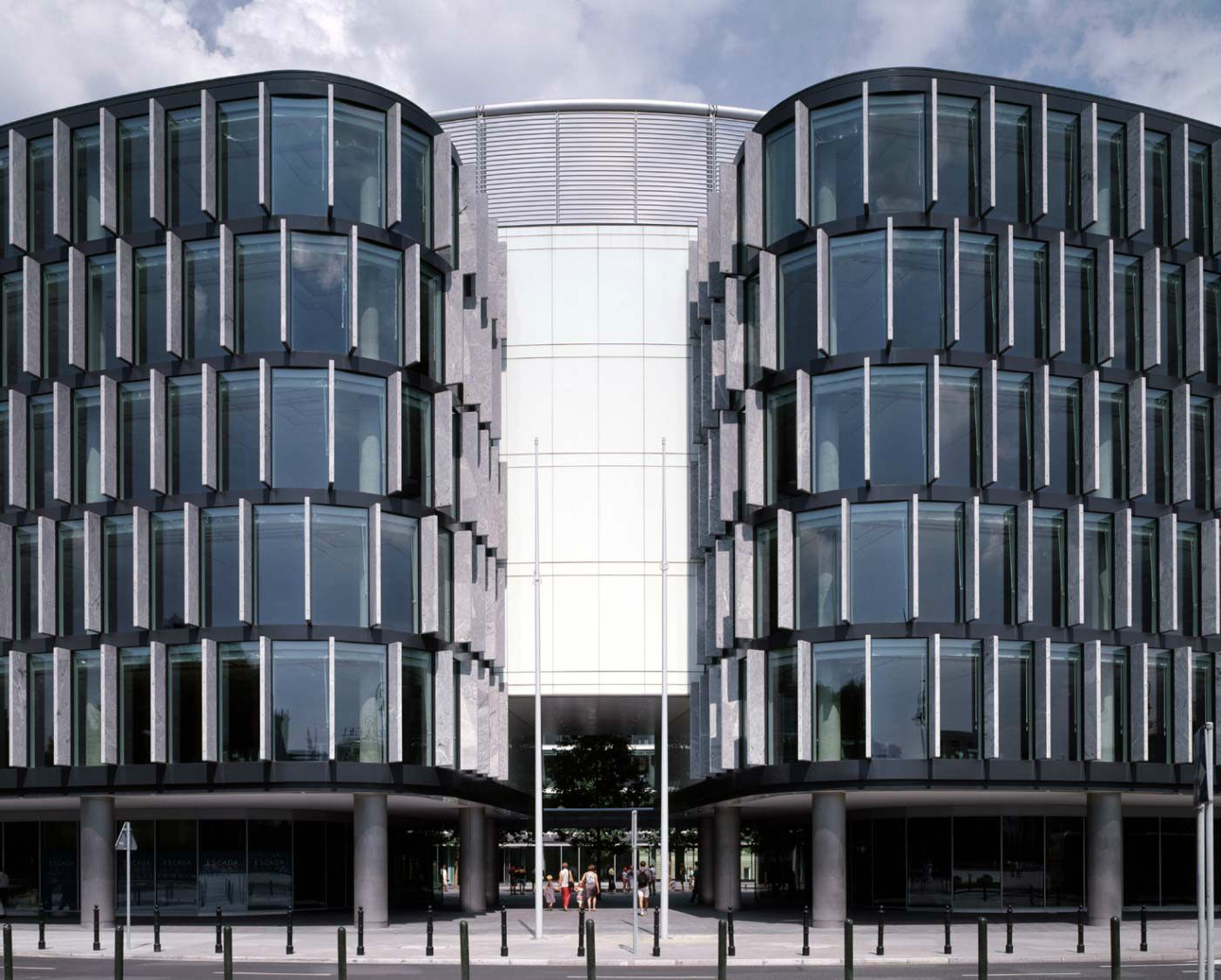 Metropolitan, Pilsudski Square | Foster and Partners   #Foster+Partners #NormanFoster #officebuilding #Poland #Retail #Warsaw